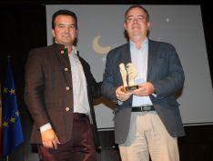Manuel Garrido recogía el premio de su tío Antonio Garrido. // CharryTV