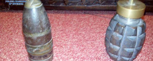 Encuentra una granada de mano y un proyectil entre los enseres de su padre, La policía estudia ambos objetos en las instalaciones del Grupo de Desactivación de Explosivos, 22 Oct 2014 - 11:44