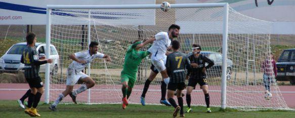 Polémica victoria del Atlético Malagueño en la Ciudad Deportiva (1-3), El colegiado granadino Bewernick Galayo anuló tres tantos al conjunto de Ángel Oliva en la segunda mitad, 02 Mar 2015 - 12:00
