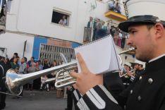La Agrupación Musical Santa Cruz de Huelva acompañó al Señor.  // CharryTV