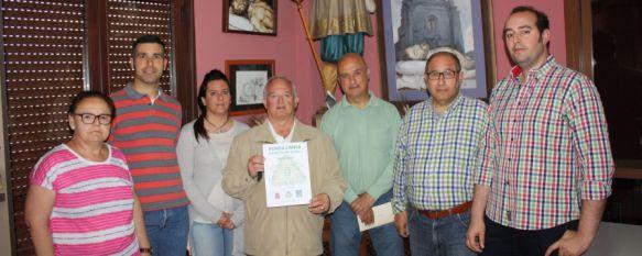 La Hermandad del Santo Entierro, todo un  ejemplo de respeto al Medio Ambiente, Los miembros de la junta reciben el Certificado de Entidad Verde por reutilizar y reciclar numerosos elementos en sus estaciones penitenciales, 05 May 2015 - 19:45