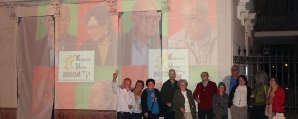 Arranca la carrera por la Alcaldía con la pegada de carteles , Ocho formaciones concurren a las elecciones más plurales de los últimos años , 08 May 2015 - 01:16