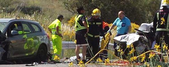 Una colisión frontal en la circunvalación se salda con dos fallecidos y cuatro heridos leves, El siniestro se produjo en torno a las cuatro y media de la tarde en la zona de Navares y Tejares, 28 May 2015 - 19:24