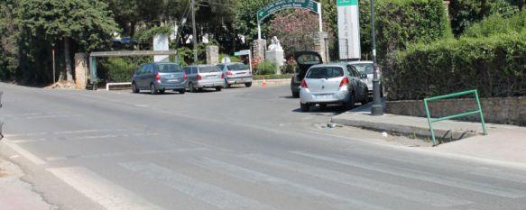 Fallece una mujer de 70 años tras ser atropellada por un camión de butano, La víctima estaba cruzando el paso de peatones que da acceso al Hospital Comarcal desde la Cañada Real, 27 Jul 2015 - 17:12