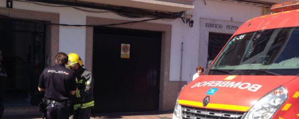 Dos personas afectadas por inhalación de humo en el incendio de una vivienda , El fuego se ha producido al salón del domicilio, que en el momento de los hechos se encontraba deshabitado, 24 Sep 2015 - 19:52