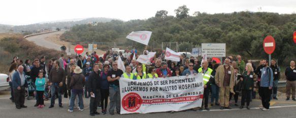 Cerca de 200 personas se manifiestan por la apertura del nuevo hospital de Ronda, A la marcha se han sumado vecinos de los municipios de Cádiz y Málaga, colectivos, sindicatos y representantes del PP, IU y Podemos, 21 Nov 2015 - 13:36