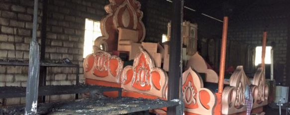 Aparecen quemadas las carrozas de los Reyes Magos de Arriate, Más de 80 personas han trabajado durante todo el día para que la cabalgata se pueda llevar a cabo, 03 Jan 2016 - 20:47