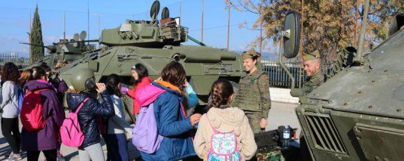 Más de 400 alumnos rondeños celebran el Día de la Paz en el Colegio Virgen de la Cabeza, En las actividades han participado efectivos de La Legión, Guardia Civil, Policía Nacional, Protección Civil y Bomberos , 29 Jan 2016 - 17:38