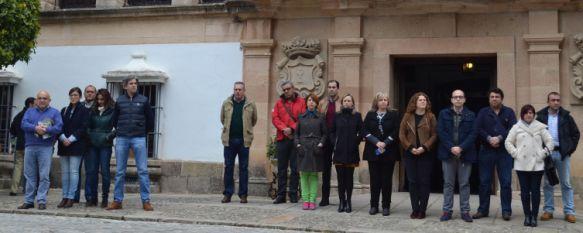 Ronda se suma a las muestras de solidaridad con el pueblo belga tras los atentados de ayer, Este mediodía se ha guardado un minuto de silencio a las puertas del Ayuntamiento , 23 Mar 2016 - 13:50