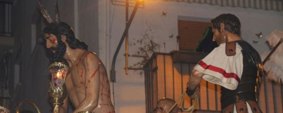 El Miércoles Santo arranca radiante con la estación penitencial de La Columna, La Hermandad estrenó vestiduras para los romanos del Misterio y rostrillo y broche de plata para la Virgen de la Esperanza, 23 Mar 2016 - 18:10