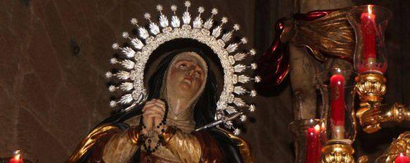 Las calles de Ronda enmudecen ante el recogimiento y majestuosidad del Silencio, El Cristo de la Sangre y Nuestra Señora del Mayor Dolor congregaron a multitud de fieles durante todo su itinerario, 23 Mar 2016 - 19:10