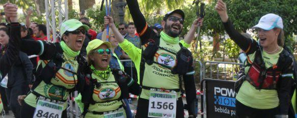 Los 101 Kilómetros echan el telón tras una emotiva mañana en la Alameda del Tajo, Juana Arias recibió el Farolillo Rojo de manos de Julio Salom al cruzar la línea de meta en última posición, 15 May 2016 - 13:28