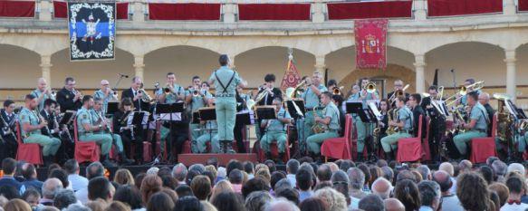 Espectacular concierto en la Plaza de Toros para cerrar el Día de las Fuerzas Armadas, Más de dos mil personas asistieron a un espectáculo único a beneficio de la Fundación Tercio de Extranjeros , 25 May 2016 - 22:35