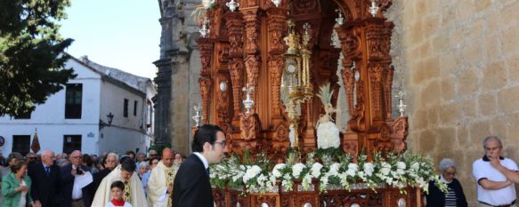 Cientos de personas participan en la procesión del Corpus Christi , Una imagen de la Reina de la Familia también fue portada por las calles de la ciudad, 30 May 2016 - 13:45