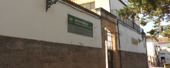 La Consejera de Educación visitará en los próximos días la ciudada para dar la información, según el Consistorio. // CharryTV
