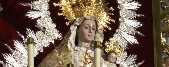 La Hermandad de la Virgen de la Paz ultima los preparativos para los cultos a su Titular, La Patrona, que se encuentra en La Merced desde el sábado, ha estrenado un vestido donado por una hermana de la junta, 12 Jan 2017 - 18:34