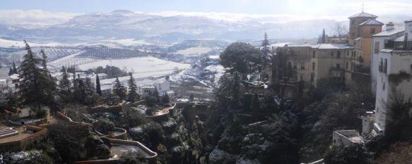 Activan el protocolo de actuación ante la alerta amarilla por nevadas en las próximas horas, Las delegaciones de Tráfico y Seguridad Ciudadana, junto a las de Medio Ambiente y Obras, tienen todo preparado ante la previsión de nevadas copiosas en la zona, 18 Jan 2017 - 16:41