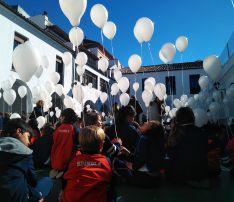 Todos los alumnos han participado en el acto del Día de la Paz y la No Violencia. // CharryTV