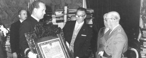 La corporación municipal retira por unanimidad las distinciones a Francisco Franco , Había recibido en 1967 la Medalla de Oro de la ciudad y el título de Hijo Adoptivo de manos del alcalde Pedro Sánchez Castillo , 01 Feb 2017 - 13:37