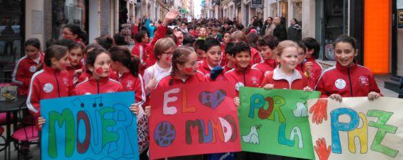 Cientos de niños han participado en la marcha por la Paz. // CharryTV