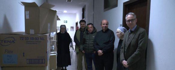 El Silencio entrega 700 kilos de material geriátrico a las Hermanitas de los Pobres, La hermandad ha alcanzado un acuerdo con una empresa de parafarmacia de Sevilla, que ha hecho posible esta donación, 10 Feb 2017 - 18:26