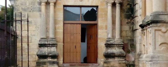 Dos detenidos por robar durante la pasada madrugada en la iglesia de Los Descalzos , Los presuntos ladrones, residentes en Algodonales, han provocado importantes daños materiales , 12 Feb 2017 - 13:08