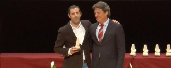 Marcelo Rosado recibe uno de los galardones de la Gala Andaluza del Deporte, Los periodistas andaluces premiaron el esfuerzo a lo largo de su trayectoria del rondeño, invidente y doble medallista paralímpico , 14 Feb 2017 - 14:38