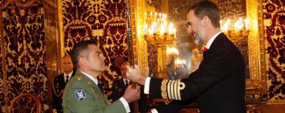 El coronel Armada recibe de manos de Felipe VI la nueva Real Alabarda del 4º Tercio, El acto ha tenido lugar este mediodía en Madrid con la presencia, entre otros mandos, del jefe de la BRILEG, Juan Jesús Martín Cabrero , 16 Feb 2017 - 14:37