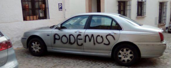 La Policía investiga la autoría de numerosas pintadas en fachadas y vehículos , En la mayoría de ellas, localizadas en La Dehesa y el casco histórico, se podía leer la palabra Podemos , 19 Feb 2017 - 17:18