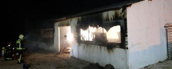 Un incendio deja totalmente calcinada una carpintería de Arriate, Tres perros han muerto, mientras que otros dos han podido ser rescatados por los bomberos, 20 Feb 2017 - 13:47