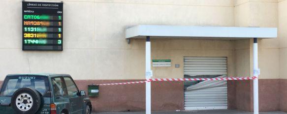 La entrada principal a las oficinas de la ITV permanecía cerrada esta mañana  // CharryTV