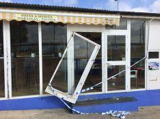 Destrozos en el bar del campo de césped artificial de El Fuerte // CharryTV