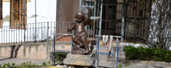 Las estatuas de los ángeles vuelven a la Alameda tras su arreglo, La restauración de las dos figuras la ha realizado el rondeño David Becerra y ha tenido un coste aproximado de 800 euros , 10 Mar 2017 - 17:15