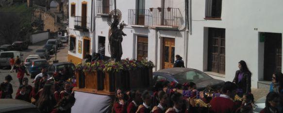 El alumnado del Colegio La Inmaculada realiza la tradicional procesión de San José, La banda de música del centro ha acompañado al trono de su patrón y al paso de Madre Petra, 16 Mar 2017 - 18:20