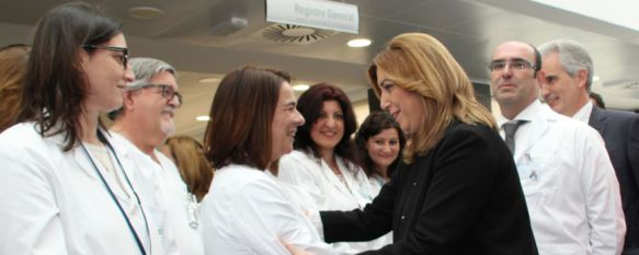 Díaz, saludando a un grupo de profesionales sanitarios  // CharryTV