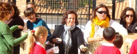 El Colegio Fernando de los Ríos ha celebrado esta mañana su tradicional Tostón de Castañas, En esta ocasión, la organización ha corrido a cargo de la Asociación de Vecinos del Barrio de San Francisco., 05 Nov 2010 - 14:53