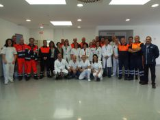 Un grupo de profesionales sanitarios, en el centro receptor  // CharryTV