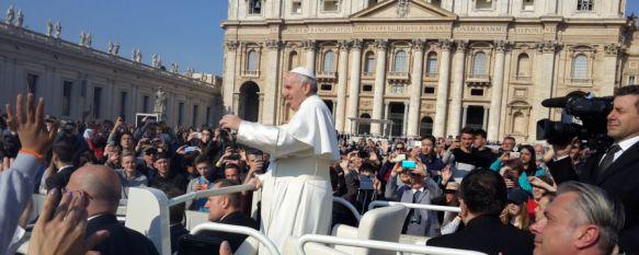 Alumnos del IES Martín Rivero y el Colegio Juan de la Rosa reciben la bendición del Papa Francisco, Un total de 75 jóvenes y sus profesores han culminado el viaje de estudios a Italia con un emotivo acto en el Vaticano, 05 Apr 2017 - 13:59