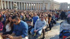 Los rondeños entre el público que ha asistido al acto con el Pontífice. // CharryTV