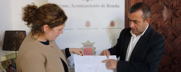 Teresa Valdenebro, alcaldesa, junto al concejal Francisco Márquez. // CharryTV