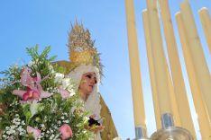 La Virgen de la Paloma ha recibido aplausos y vítores en su salida. // CharryTV