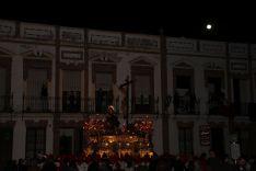 Paso por calle Armiñán, con la luna llena al fondo  // CharryTV