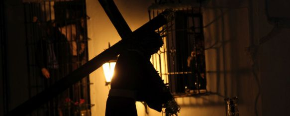 La veneración al Señor de Ronda ilumina la madrugada del Jueves Santo, Una fervorosa multitud ha acompañado a Nuestro Padre Jesús Nazareno y Nuestra Señora de los Dolores, 14 Apr 2017 - 01:20