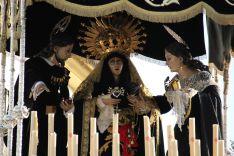 La Virgen de la Soledad acompañada de San Juan Evangelista y María Magdalena. // CharryTV