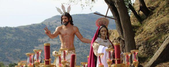 El paso jubiloso del nuevo Resucitado pone el broche de oro a la Semana Santa, La Hermandad también ha estrenado hábitos y otros enseres en el Domingo de Resurrección, 15 Apr 2017 - 18:05