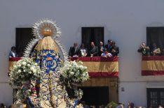 Decenas de fieles engalanaron sus balcones en honor a la Patrona. // CharryTV