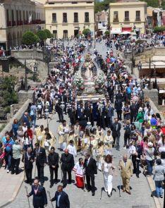 Cientos de personas acompañaron a la Virgen de la Paz. // CharryTV