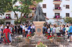 En el monumento de la Virgen del Rocío se ha rezado una salve. // CharryTV