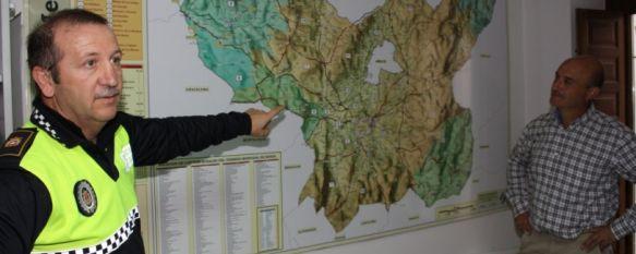 Presentados diez planos sobre caminos públicos, carreteras y partidas rurales , El trabajo cartográfico ha sido realizado por la Patrulla Verde y además de nuestro término municipal, se incluyen pedanías y ELAS. , 24 Oct 2011 - 13:54