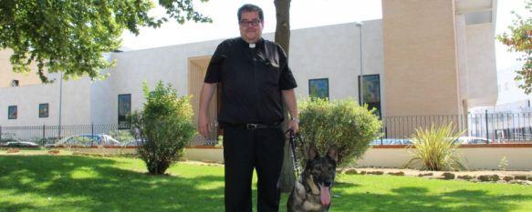 Laika, una perra policía que se jubila en la Serranía de Ronda y es acogida por un cura, El animal ha pertenecido a la asociación